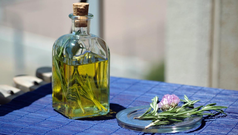 El aceite mineral para los cabellos